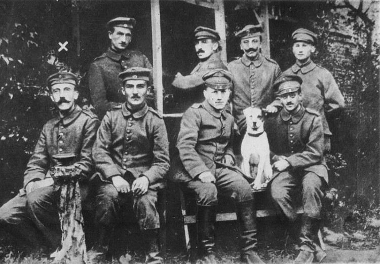 Hitler with other German soldiers in WW1