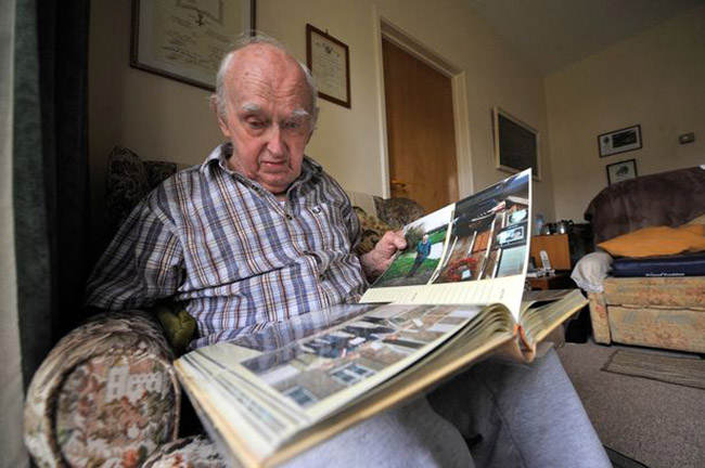 Last survivor: Bert Evans with his memories, who outlived Mohnke but died having seen justice denied. Image source: Sayer Archive.
