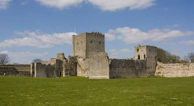 1024px-1229190-Portchester_Castle_(2)