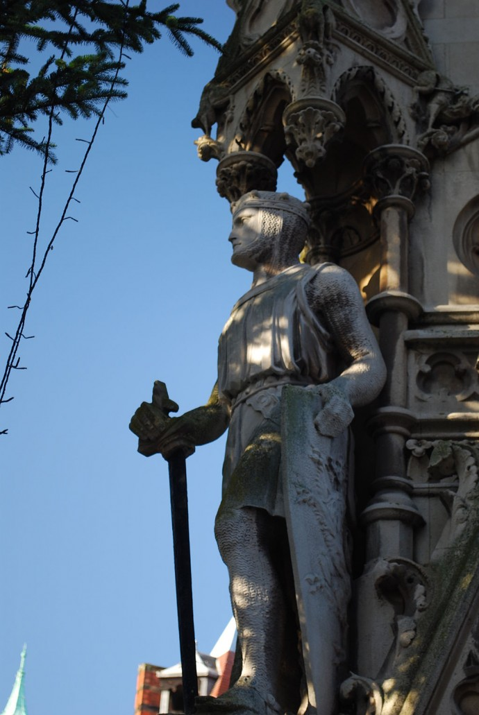 A statue of Simon de Montfort from a clock tower in Leicester.