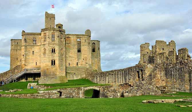 1024px-Warkworth_Castle_(5477023846)