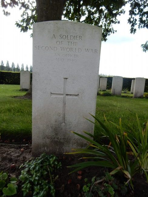 An unknown officer, in the Grenadier plot, killed in action on 21 May 1940. Both Major Reggie West and Lieutenant Reynell-Pack of the 3rd Grenadiers remain unaccounted for. Image source: Dilip Sarkar Archive.