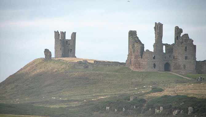 800px-Dunstanburgh_Castle_07