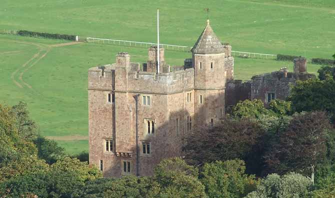 800px-Dunster_Castle_Taken_from_the_Moors_-_geograph.org.uk_-_1738003