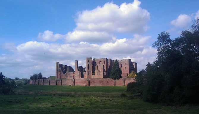 800px-Kenilworth_Castle_119