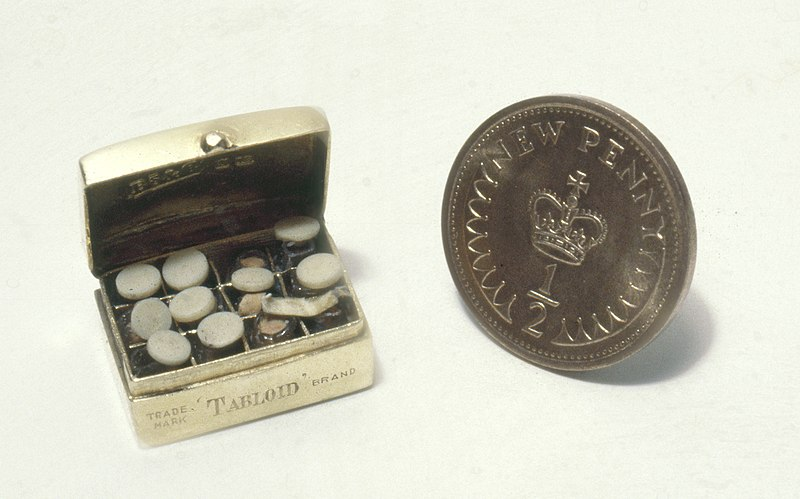 A medicine chest from the dollhouse, photographed next to a 1.7 cm halfpenny. Image source: CC BY 4.0.