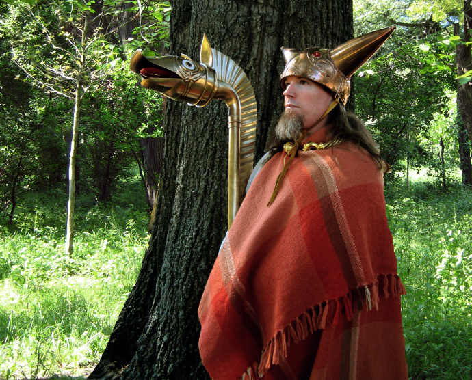 Ancient_Celt_with_carnyx_(Ancient_Briton)