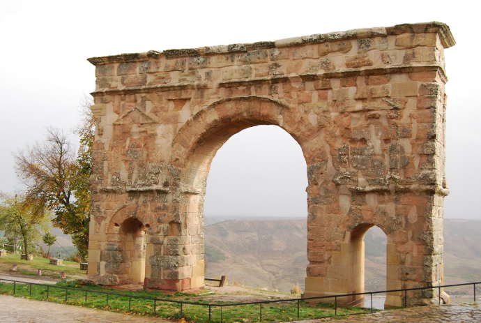 Ancient_Roman_triumphal_arch_of_Medinaceli-Spain