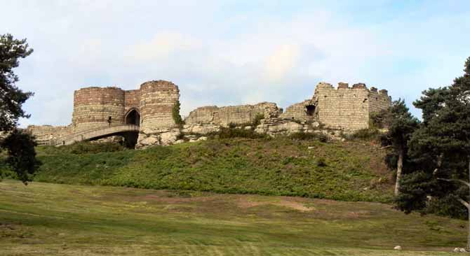 Beeston_Castle_-_geograph.org.uk_-_2057598