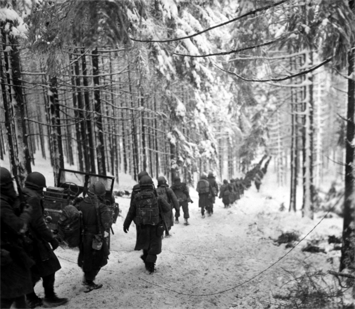 Bulge_289_Infantry_stvithroad_1945jan24_375