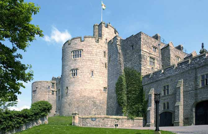 Chirk_Castle,_Main_Approach_-_geograph.org.uk_-_868262