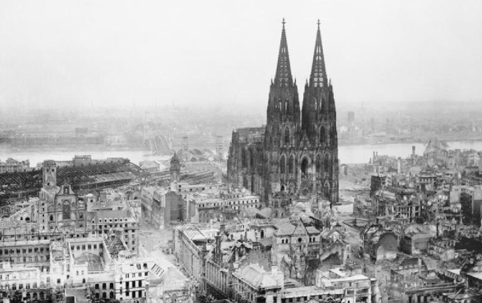 Cologne_Cathedral_stands_intact_amidst_the_destruction_caused_by_Allied_air_raids,_9_March_1945._CL2169