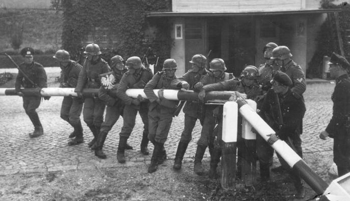 Germans_Enter_Poland_01_09_1939