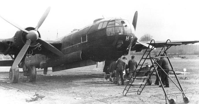 Heinkel_He_177_Loading_1944