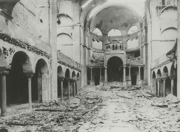 Interior_view_of_the_destroyed_Fasanenstrasse_Synagogue,_Berlin_Kristallnacht