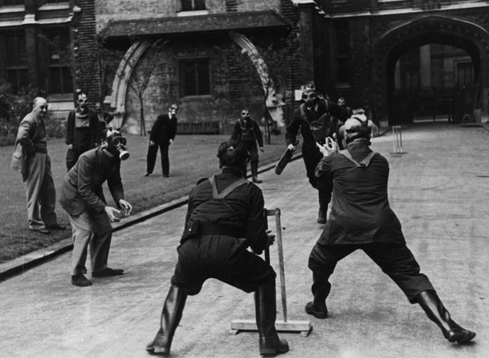 Public_RecPublic_Record_Office_staff_play_cricket_outside_Chancery_Lane_offices_in_London_during_the_Blitz