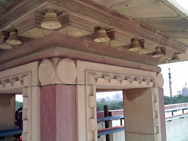The bells which adorned the Viceroy's Palace were said to represent the eternal strength of the British Empire. Image source: आशीष भटनागर / CC BY-SA 3.0.