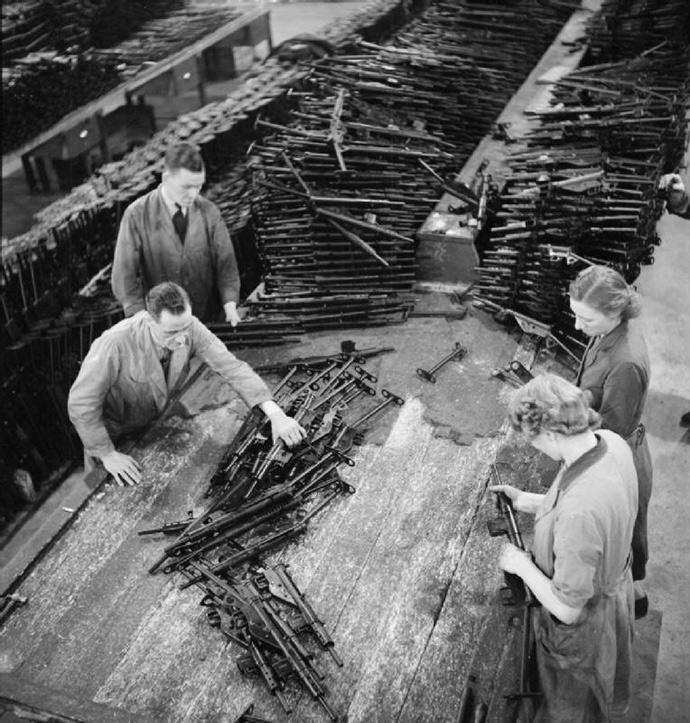 Sten_Gun_Production_in_Britain,_1943