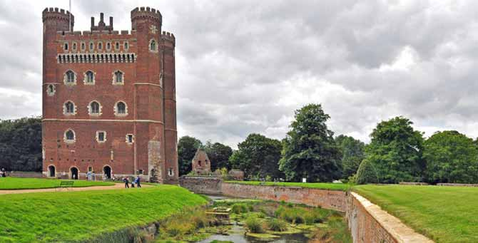 Tattershall_Castle_and_moat_-_geograph.org.uk_-_1460637