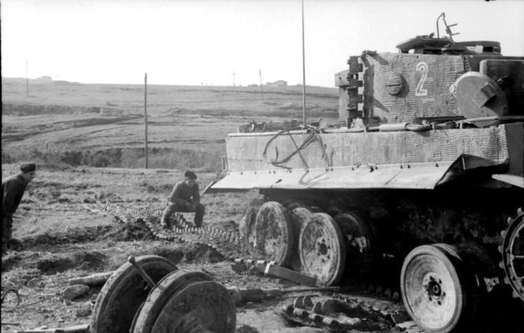 Bundesarchiv - Tiger tank stuck in mud